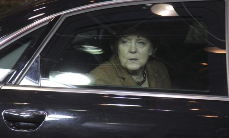 Merkel_in_car_council